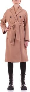 Różowy płaszcz Sandro Ferrone w stylu casual