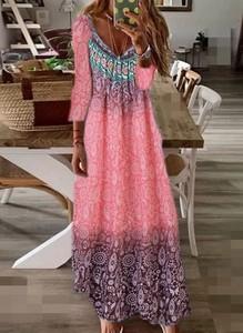 Różowa sukienka Cikelly maxi z dekoltem w kształcie litery v w geometryczne wzory