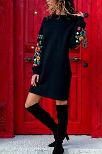 Granatowa sukienka Ivet.pl w stylu casual z długim rękawem midi