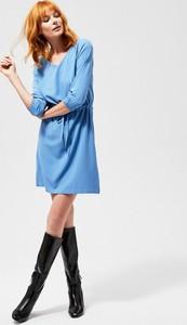Niebieska sukienka Moodo z długim rękawem
