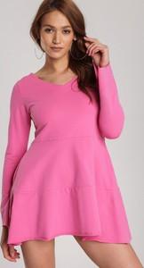 Różowa tunika Renee z długim rękawem w stylu casual