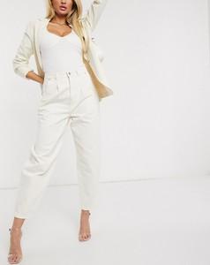 Jeansy NA-KD z jeansu w street stylu