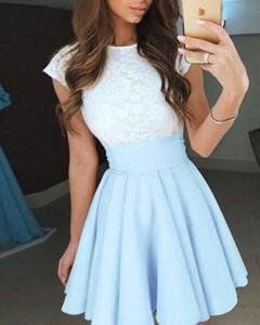 Niebieska sukienka Kendallme mini z okrągłym dekoltem