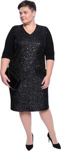 Czarna sukienka modneduzerozmiary.pl z długim rękawem w stylu glamour