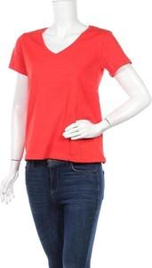 Czerwony t-shirt Trendyol z dekoltem w kształcie litery v