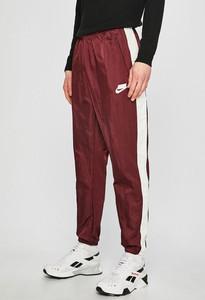 Czerwone spodnie Nike Sportswear