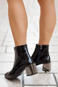 Czarne botki Saway ze skóry na obcasie w stylu glamour