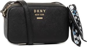 Czarna torebka DKNY zdobiona średnia na ramię