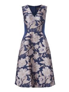 Granatowa sukienka Adrianna Papell z dekoltem w kształcie litery v