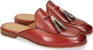 Czerwone klapki Melvin & Hamilton w stylu klasycznym ze skóry z płaską podeszwą
