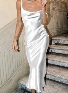 Sukienka Arilook maxi z dekoltem w kształcie litery v na ramiączkach