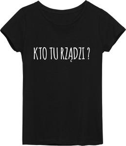 Czarny t-shirt Time For Fashion w młodzieżowym stylu z okrągłym dekoltem