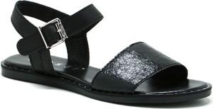 Sandały Nessi z płaską podeszwą w stylu casual