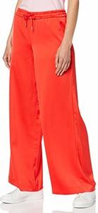 Czerwone spodnie amazon.de w stylu retro