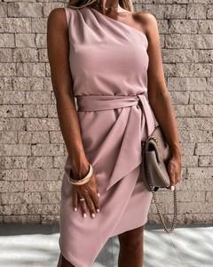 Różowa sukienka Kendallme mini z okrągłym dekoltem asymetryczna