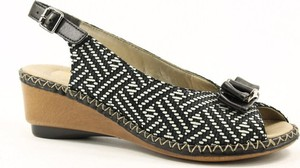 Czarne sandały Rieker na koturnie