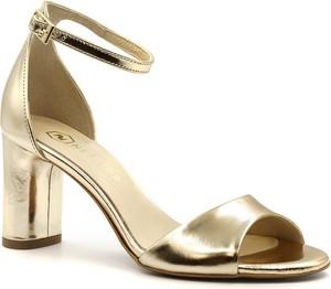 Złote sandały Neścior z klamrami w stylu klasycznym