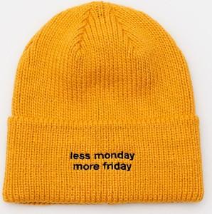 Żółta czapka Cropp