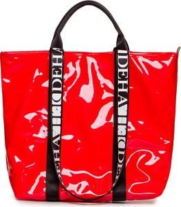 Czerwona torebka Deha w młodzieżowym stylu lakierowana duża
