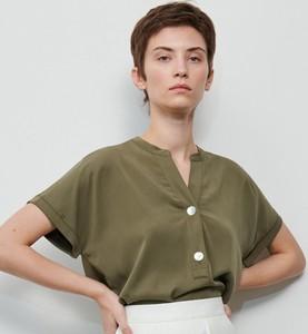 Zielona bluzka Reserved z dekoltem w kształcie litery v
