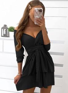 Sukienka Pakuten rozkloszowana z długim rękawem z dekoltem w kształcie litery v