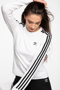 T-shirt Adidas z okrągłym dekoltem w sportowym stylu