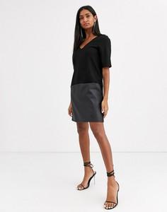 Czarna sukienka Asos Design ze skóry