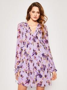 Sukienka Guess w stylu casual z dekoltem w kształcie litery v