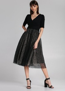 Czarna sukienka Renee z krótkim rękawem z dekoltem w kształcie litery v rozkloszowana