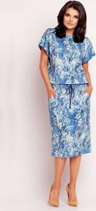 Niebieska sukienka Awama z okrągłym dekoltem prosta w stylu casual