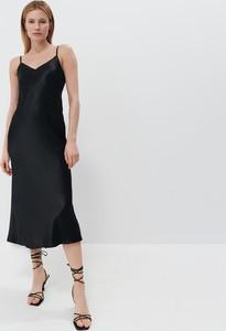 Czarna sukienka Mohito na ramiączkach