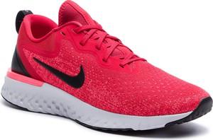 Różowe buty sportowe Nike w sportowym stylu sznurowane