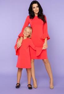 Czerwona sukienka sukienki.pl z długim rękawem dopasowana