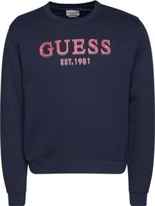 Bluza Guess z dresówki w młodzieżowym stylu