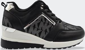 Czarne buty sportowe Labuty sznurowane