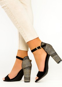 Sandały Casu ze skóry z klamrami