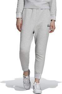 Spodnie sportowe Adidas w sportowym stylu