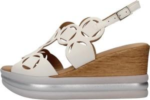 Sandały Igi & Co z klamrami
