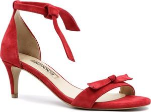 Czerwone sandały Neścior w stylu klasycznym sznurowane