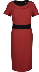 Czerwona sukienka Fokus dopasowana z krótkim rękawem midi