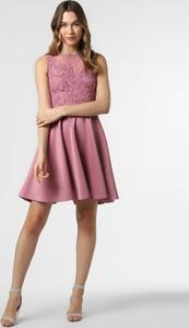 Różowa sukienka Lipsy rozkloszowana mini z okrągłym dekoltem