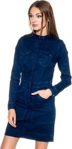 Sukienka Pepe Jeans szmizjerka w młodzieżowym stylu