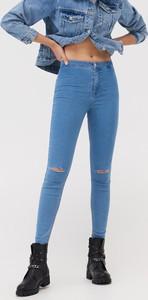 Jeansy Sinsay w street stylu z jeansu