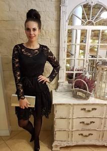 Czarna sukienka Fason z okrągłym dekoltem z długim rękawem