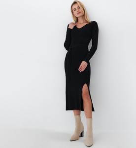 Czarna sukienka Mohito midi z długim rękawem