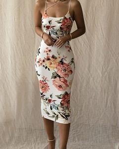 Sukienka Kendallme midi z dekoltem w kształcie litery v