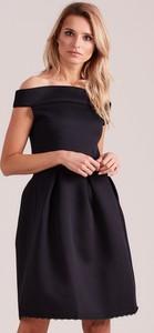 Czarna sukienka Sheandher.pl z dekoltem w łódkę mini z krótkim rękawem