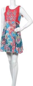Sukienka Peace + Love z okrągłym dekoltem bez rękawów