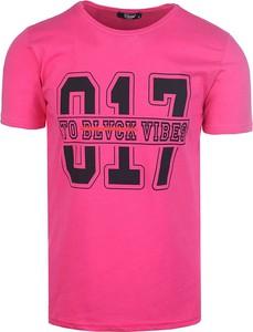 T-shirt Neidio z nadrukiem z krótkim rękawem w młodzieżowym stylu