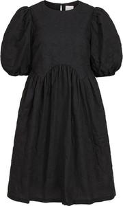 Sukienka Vila z okrągłym dekoltem z krótkim rękawem